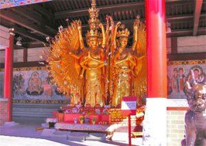 Статуи буддийского монастыря в Ричмонде