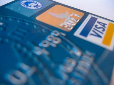 Как правильно использовать кредитную карту для улучшения своего кредитного рейтинга?