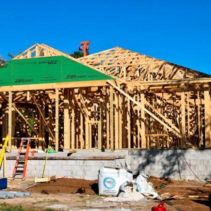 Требуются на работу плотники-строители деревянных конструкций (Большой Ванкувер, Канада)